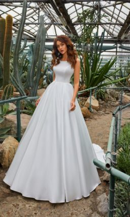 платье с пышной юбкой из атласа