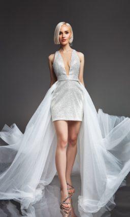 Короткое платье со шлейфом