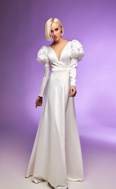 Дизайнерское платье с необычными рукавами