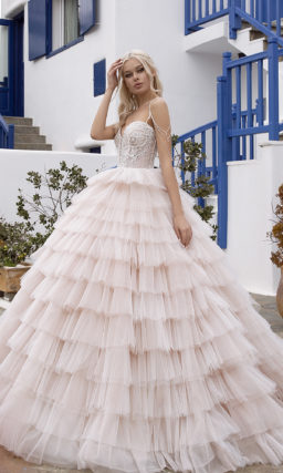 Пышное нежно-розовое свадебное платье