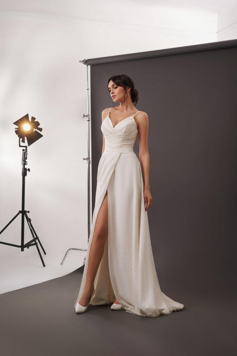 Длинное прямое свадебное платье