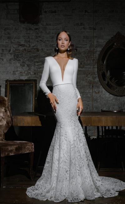 Платье со смелым вырезом