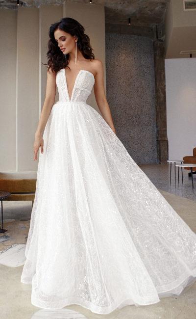 Пышное свадебное платье из ажурной ткани