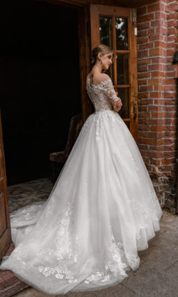 Пышное свадебное платье с рукавом