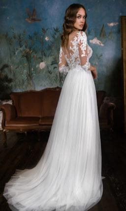 Свадебное платье с мелкими драпировкам юбки