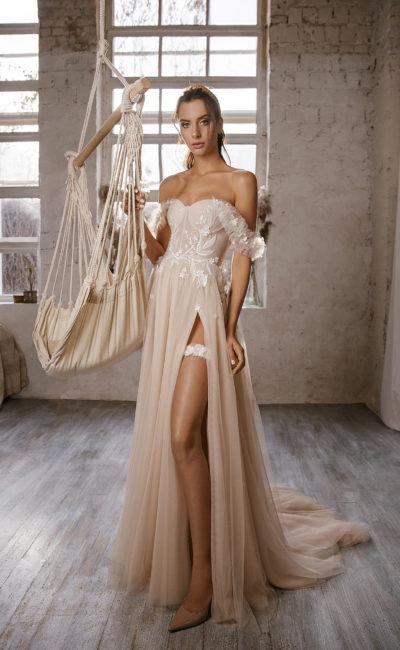 Свадебное платье оттенка капучино в греческом стиле
