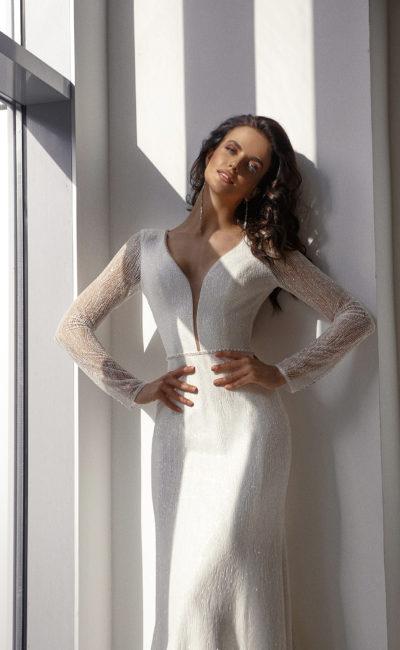 Свадебное платье силуэта русалка из белоснежной ткани