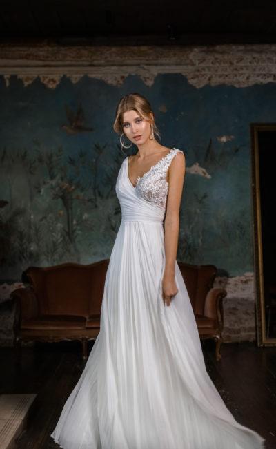 свадебном платье А-силуэта