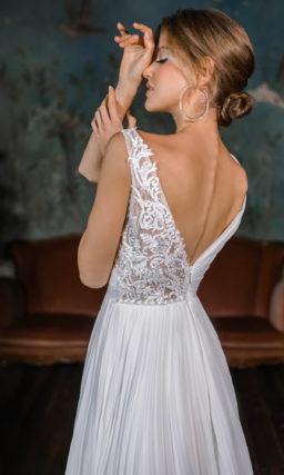 Свадебное платье из плиссированной ткани