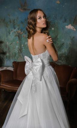 Свадебное платье с оригинальным объемным дизайном