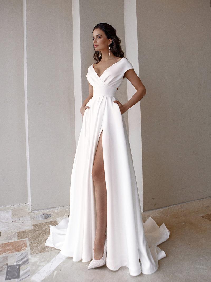 Свадебное платье из гладкого молочного крепа