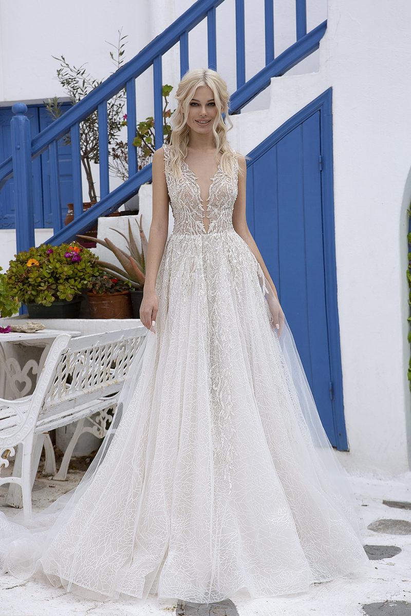 Красивое фактурное свадебное платье