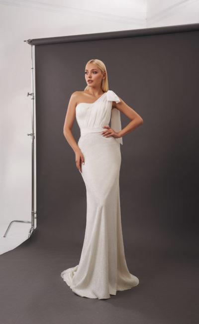 Свадебное платье силуэта русалка в молочном оттенке