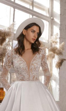 Свадебное платье с эффектной объемной юбкой