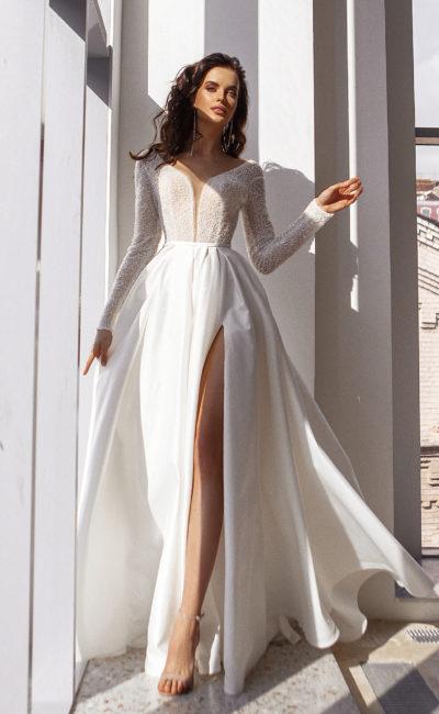 платье с приталенным кроем
