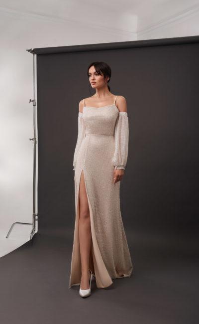 Мерцающее свадебное платье прямого кроя в оттенке капучино