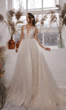 Свадебное платье с эффектным мерцанием