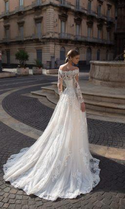 Свадебное платье А-силуэта в оттенке пудры с ажурным декором