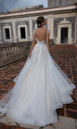 платье А-силуэта в жемчужно-сером оттенке