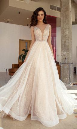 Свадебное платье оттенка капучино с пышной юбкой