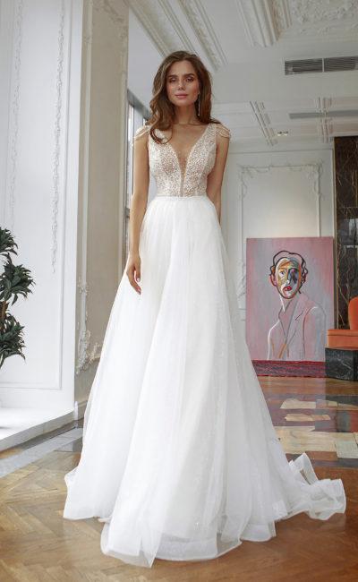 Свадебное платье А-силуэта со сдержанным дизайном