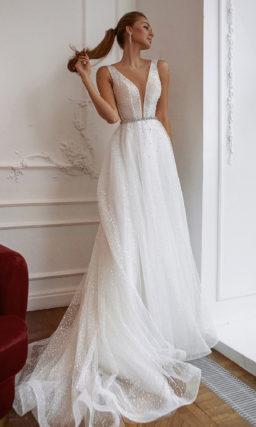 Свадебное платье А-силуэта из молочного фатина