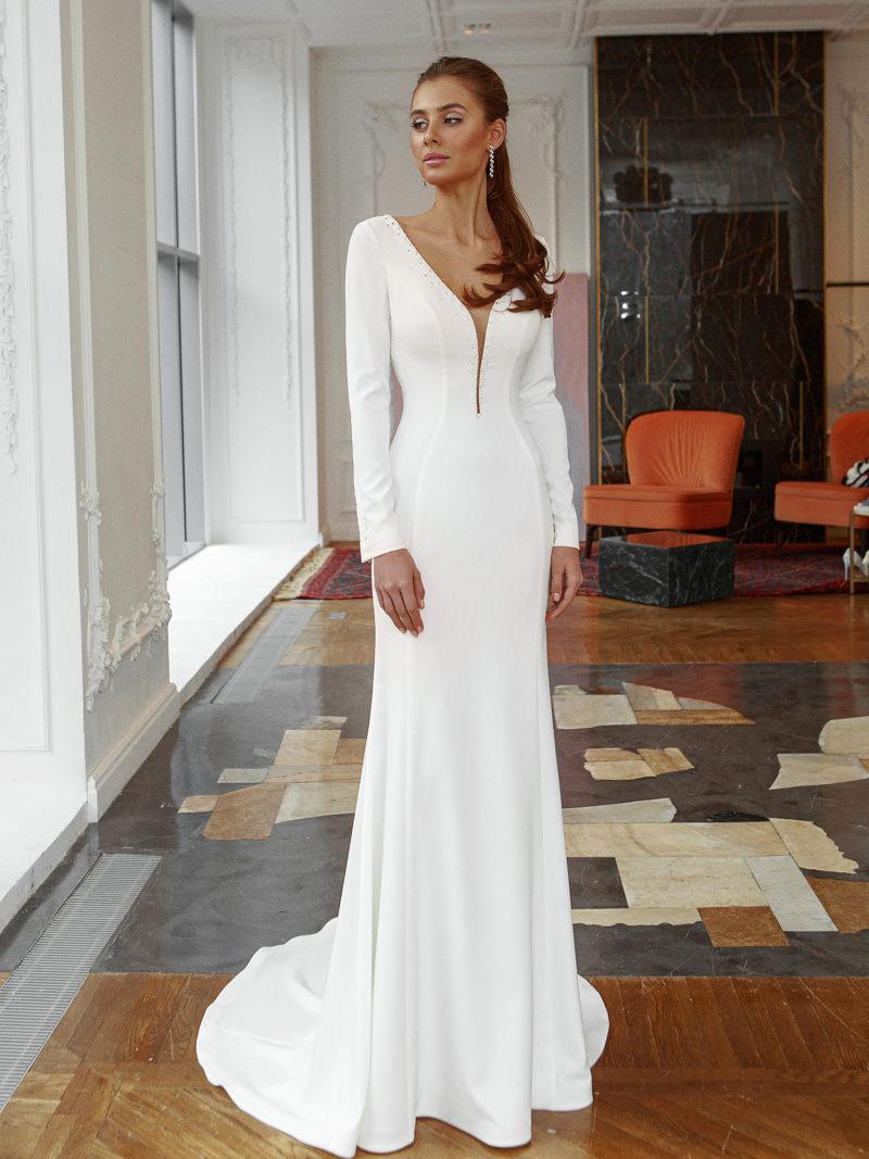 платье прямого кроя с длинными рукавами