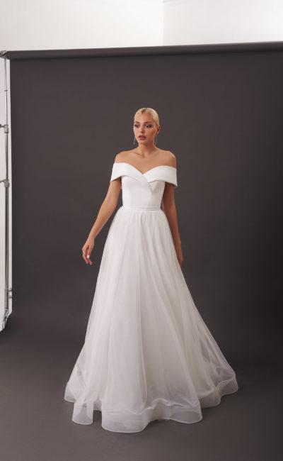 Свадебное платье с воздушной юбкой