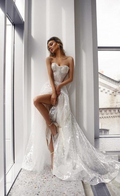 Свадебное платье с декольте в форме сердечка