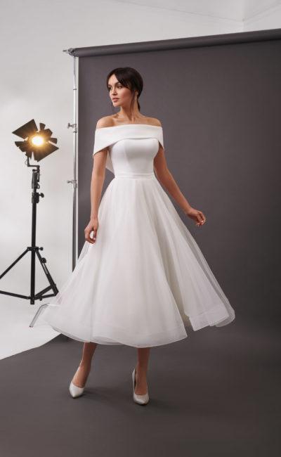 Пышное свадебное платье длины миди