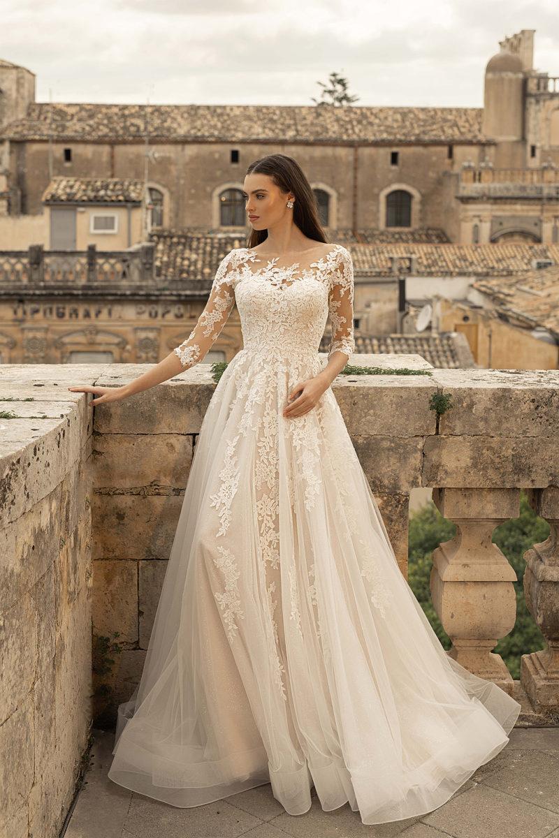 свадебное платье из мерцающего фатина