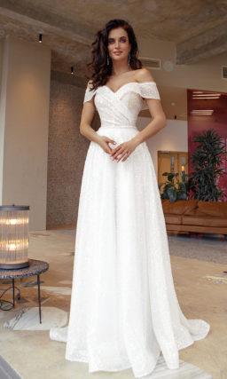 Свадебное платье с женственным силуэтом и лаконичным дизайном