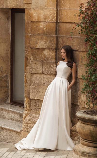 Свадебное платье с вырезом «бато»