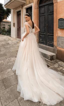 Свадебное платье в пудровом оттенке