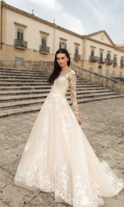 Свадебное платье с кружевным декором