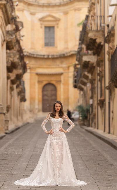 Свадебное платье-трансформер с кружевным декором