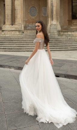 Эффектное свадебное платье