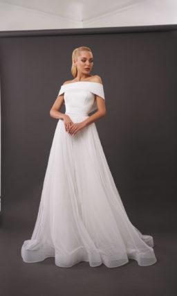 платье с воздушной расклешенной юбкой