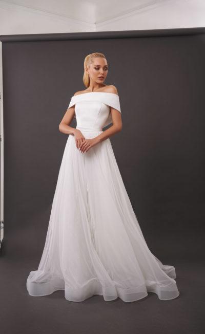 Свадебное платье с воздушной расклешенной юбкой