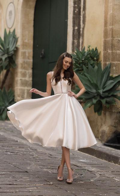 атласное свадебное платье миди