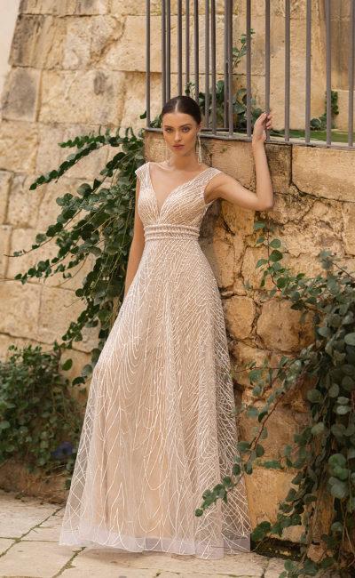 Дизайнерское свадебное платье бежевого цвета