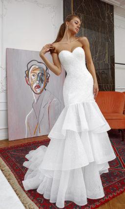 Свадебное платье силуэта годе с объемной юбкой