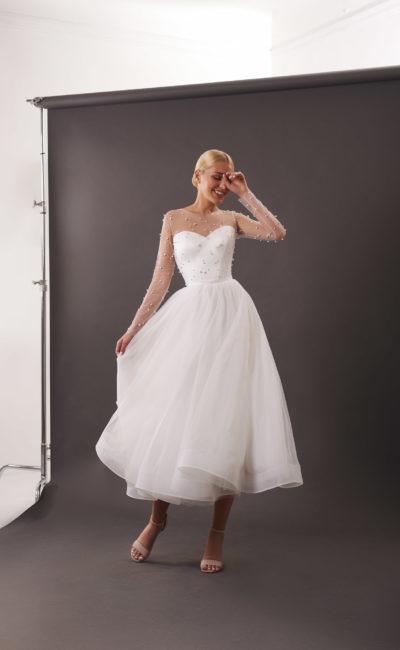 Пышное свадебное платье с корсетом и укороченной юбкой