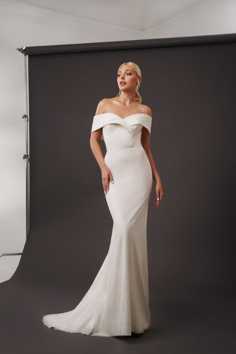Свадебное платье силуэта русалка в оттенке слоновой кости