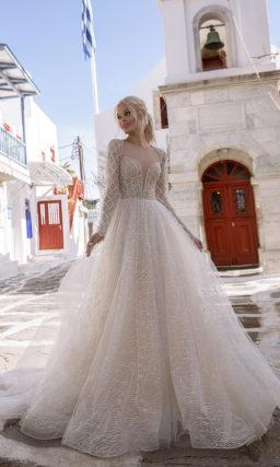 Пышное мерцающее свадебное платье