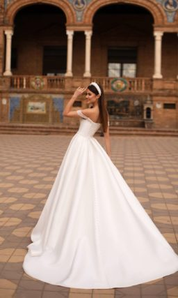 Свадебное красивое платье А-силуэта