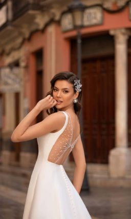 Свадебное платье из атласа