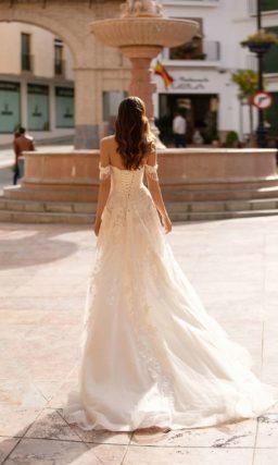 Свадебное платье А-силуэта с кружевным декором