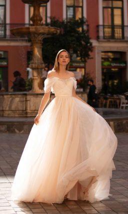 Свадебное платье из легкой ткани