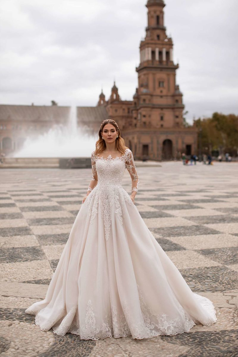 Пышное свадебное платье розового оттенка